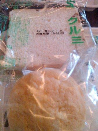 Hotel 123  Kobe: bread in the plastic :D