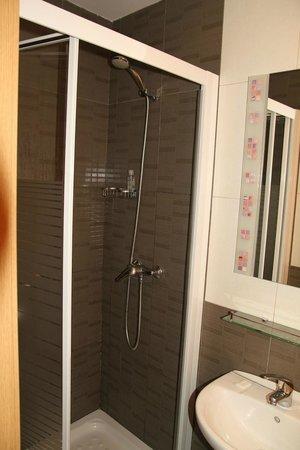 Hostal Regio: Room 302 - bathroom
