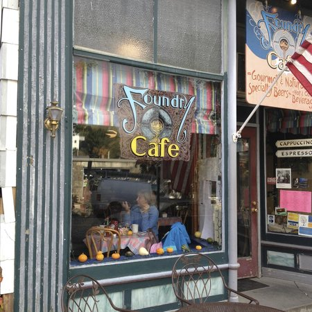 Foundry Cafe: Peak in and you'll see people enjoying themselves.