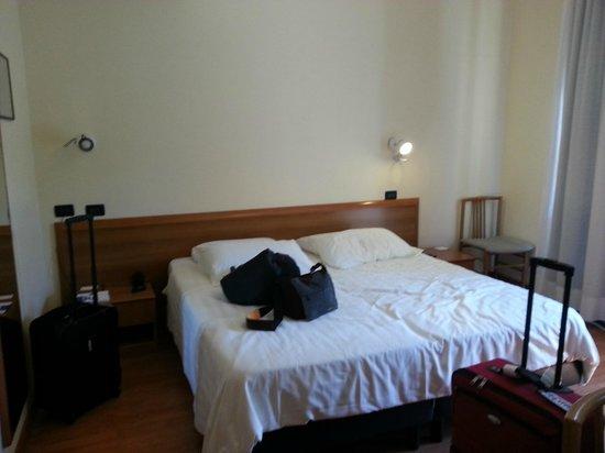 BEST WESTERN Globus Hotel: Bed