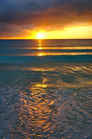Golden Parnassus All Inclusive Resort & Spa Cancun: Sunrise from the beach