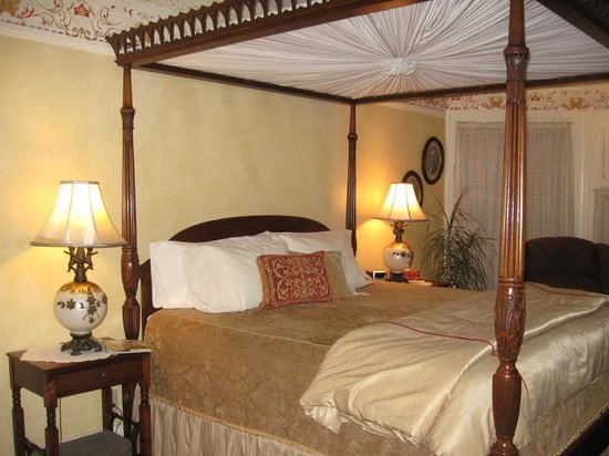 Cornerstone Victorian Bed & Breakfast: Masters Chamber
