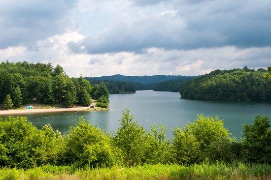 Lake Stephens Campground: Lake Stephens & Beach