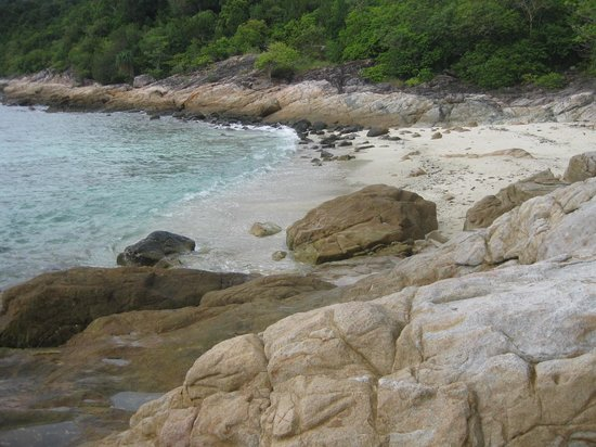 Shari-La Island Resort: Beach cove at resort