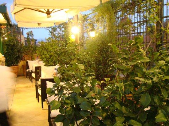 Hotel Victoria: terrace Bar Area