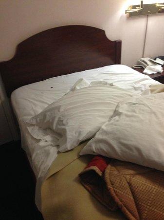 Lenox Inn: Bed