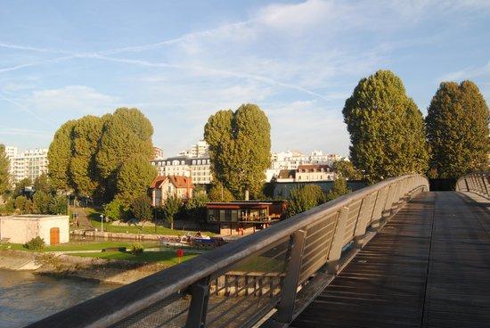Appart'City Paris Saint-Maurice: Al fondo se ve el hotel