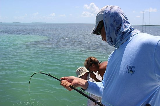 Pole skiff picture of florida keys fun fishing for Islamorada florida fishing