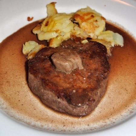Il Cavatappi: Filletto Cavatappi: filet of beef with red wine & paté