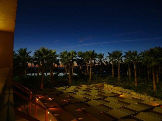 Salgados Dunas Suites: Night view of pool