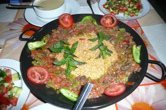 Karadut Pansiyon Nemrut: Main course at dinner - really good food