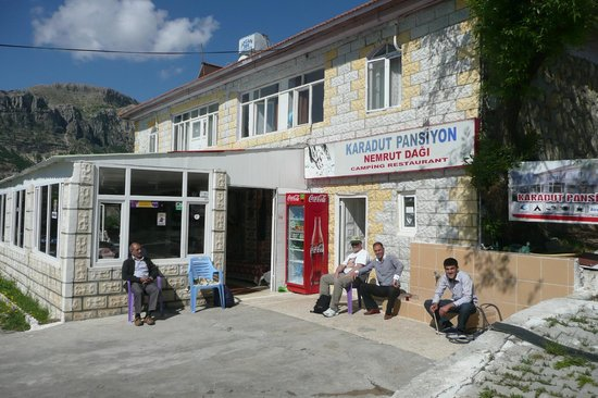 Karadut Pansiyon Nemrut: View of the Pansiyon from the road