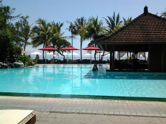 Griya Santrian: Main Pool with pool bar