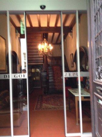 Hotel de Goezeput: The eerily hotel interior/lobby seen during daylight