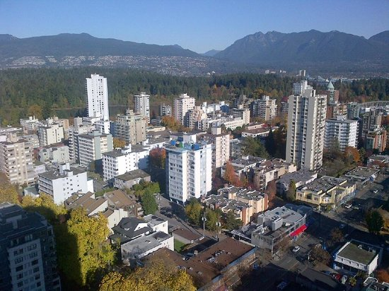 Coast Plaza Hotel & Suites : Looking northwest to Stanley Park and the North Shore