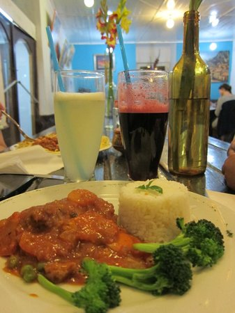 La Esquina Cafe-Bakery: Lemonade and Chicha Morada, and entree