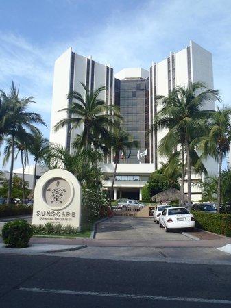 Sunscape Dorado Pacifico Ixtapa: Front of hotel