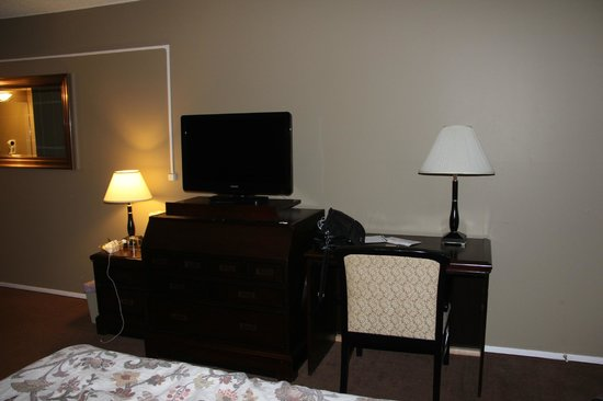 Entertainment area, Canway Inn & Suites  |  1601 Main Street S, Dauphin, Manitoba