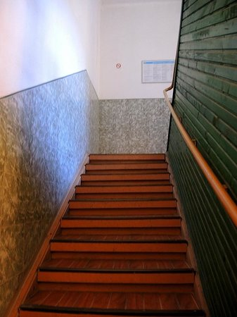 Guest house Markale: Newly decorated stairs in the building