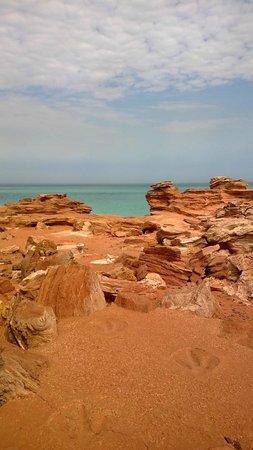 Blue Seas Resort: Roebuck Bay and dinosaur footprints