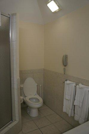 Pompano Beach Club: Separate shower & tub.