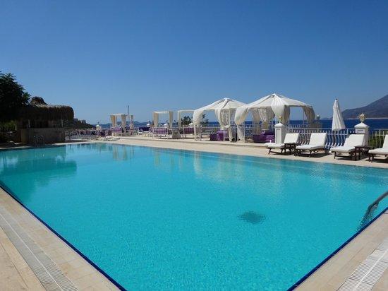 Lukka Hotel: The pool area