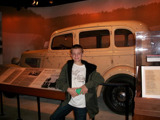 National Museum of Crime & Punishment: Griffin in front of the bullet riddled car of Bonnie and Clyde.