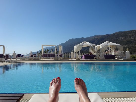 Lukka Exclusive Hotel: Relaxing by the pool