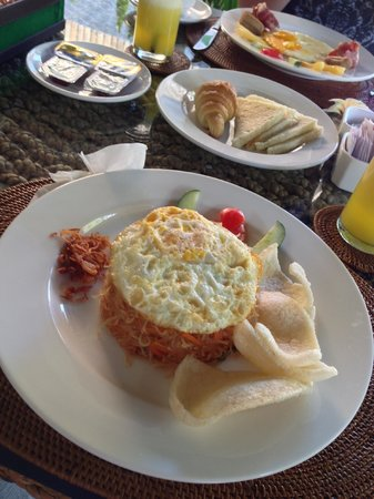 The Khayangan Dreams Villas: breakfast