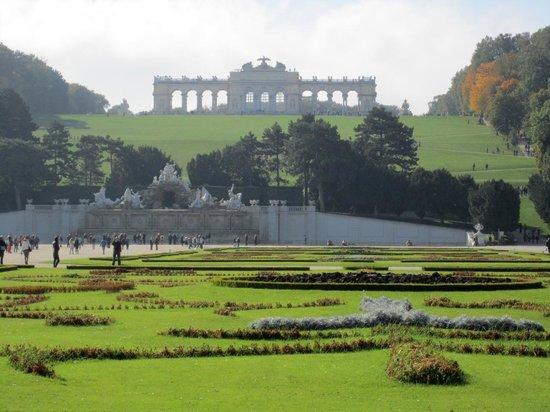 Courtyard Vienna Schoenbrunn: Gloriette at Schloss Schobrunn