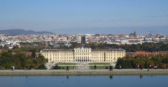 Courtyard Vienna Schoenbrunn : Schloss Schonbrunn from Gloriette