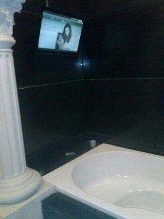 GH Universal Hotel Bathroom Had Bathtub Shower And Even Tv