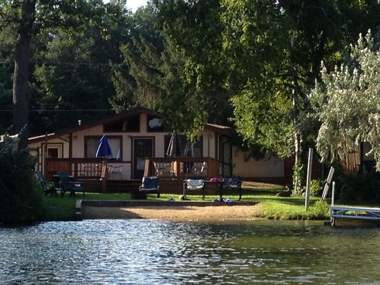 Sandrift Resort: The beach house from the lake