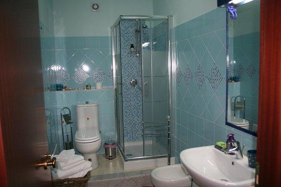 B&B Etna Guesthouse: Bagno camera doppia (Trezza)