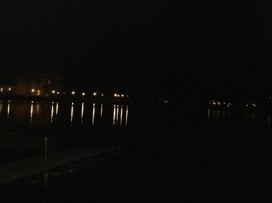 Sandrift Resort: Lake Delton at night