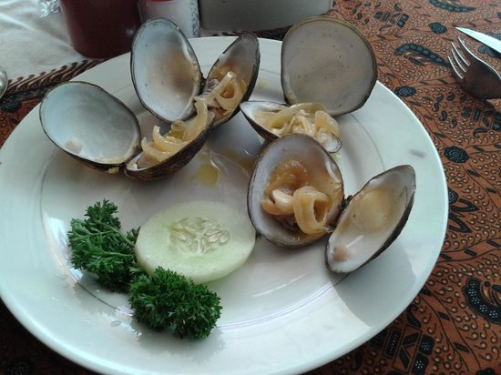 Bamboo Corner: buttered clams