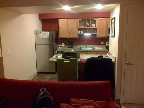 Residence Inn Fremont Silicon Valley : decent kitchen size and dining area
