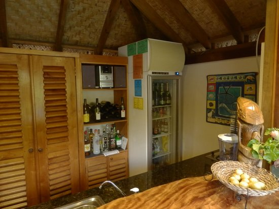 Etu Moana: Honesty bar at poolside
