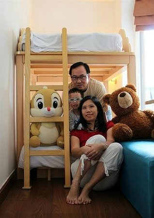 Ibis Pattaya: bear hug...
