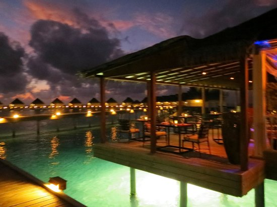 Centara Grand Island Resort & Spa Maldives: Azurri Mare