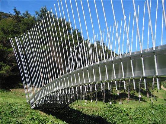 Connells Bay Guest Cottage: Sculptural bridge by Virginia King