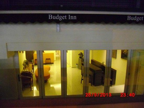 Dengba Hostel : Lobby hotel tampak depan