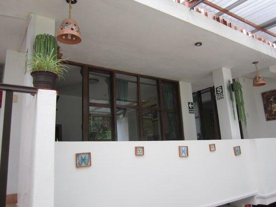 Terrazas del Inca B&B: 泊まった部屋。窓が廊下側についていたので部屋の中にいるときはずっとカーテンをしていないとダメだった。