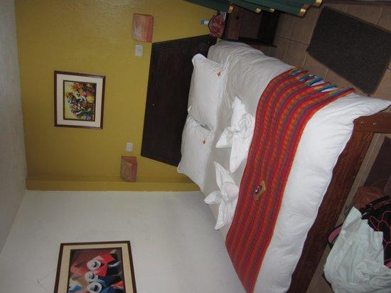 Terrazas del Inca B&B: ベットメイキング、綺麗にタオルを織っていた