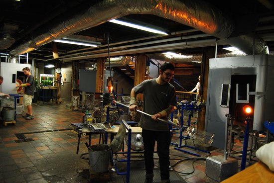 Simon Pearce: Glass blowing