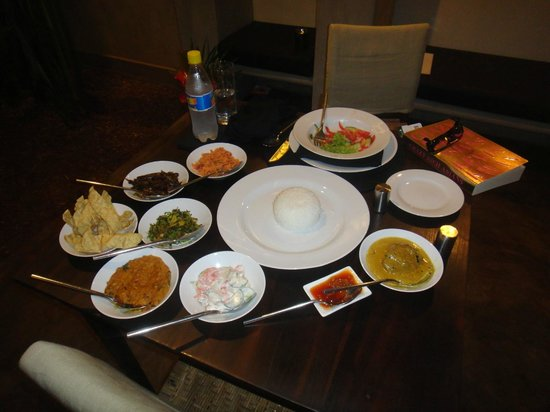 Taru Villas - Lake Lodge : curry for one - room service