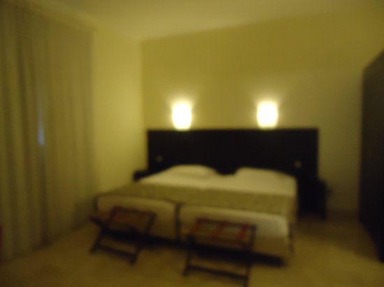 Hotel Garibaldi : quarto excelente  no primeiro andar