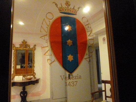 Palazzo Cendon: Hotel entrance