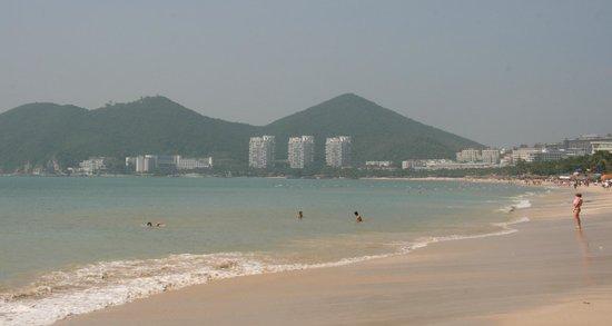South China Hotel: Пляж отеля