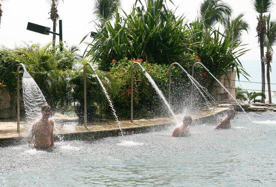 South China Hotel: Бассейн отеля